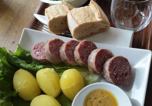 Le Lyonnais, Saucisson Chaud, Pomme De Terre, Salade